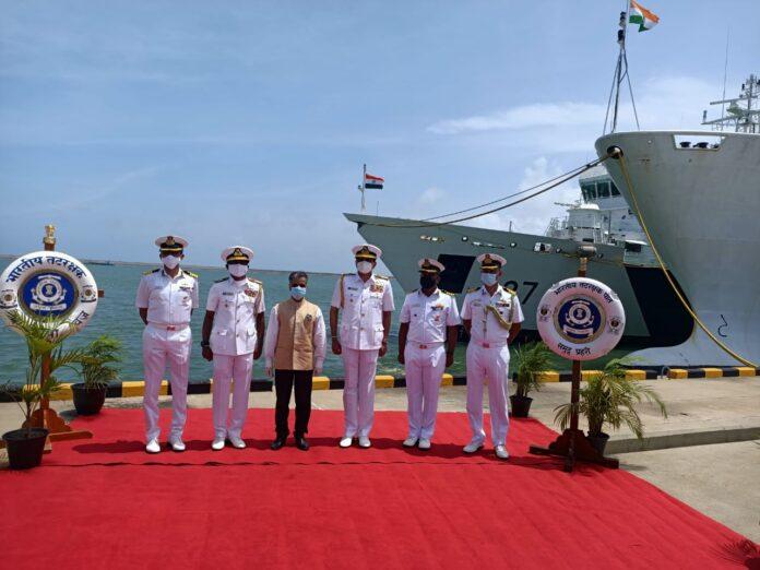 Commander of the Navy appreciates contribution of Indian Coast Guard ICGS Samudra Prahari Vajra and Vaibhav