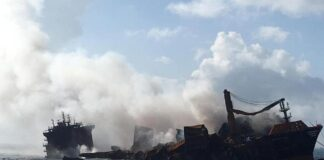 MV Express Pearl ship is sinking in Sri Lanka