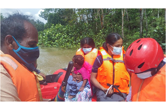 Navy rescues persons victimized by floods in Gampaha and Kalutara districts