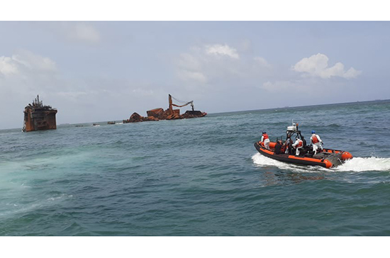 Navy undertakes special diving operation at MV X PRESS PEARL to inspect if there is any fuel leakage