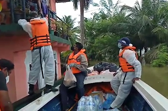 Sri Lanka Navy rescues 27 more flood victims in Gampaha district