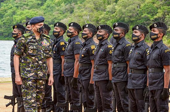 Commander of the Sri Lanka Navy presides over SBS insignia awarding ceremony