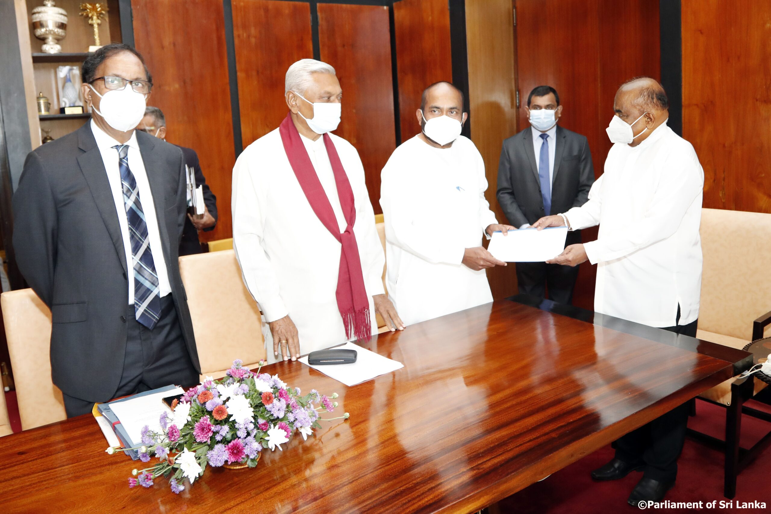 Committee report on the incidents that took place in Parliament on 2021 April 21 handed over to the Speaker