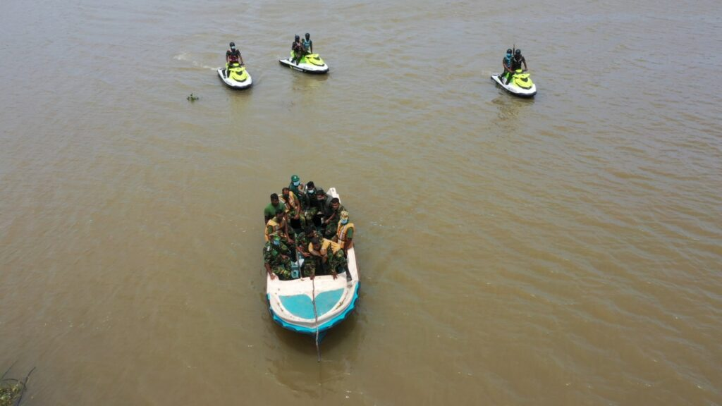 Special Waterborne Operations Squadron conducts first operation in Muthurajawela area using Jet Ski boats. 26 barrels of illicit liquor Kasippu and Goda recovered