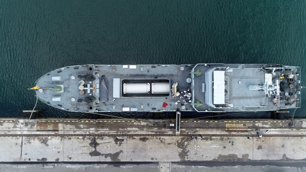 Sri Lanka Naval Ship (SLNS) Shakthi which left the Trincomalee harbour for the port of Chennai, Indian on 17thAugust 2021, for a shipment of medical-grade oxygen ordered from India, arrived at the port of Colombo, with approx. 40 tons of oxygen, in themidnight on22ndAugust 2021.
