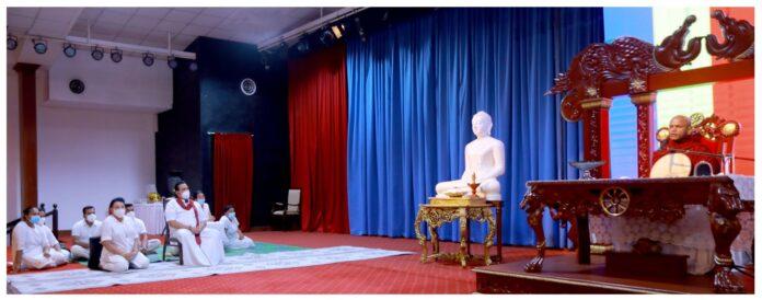 Prime Minister joins the 213thAmaadam Sisilasa Buddhist Dhamma Sermon Series