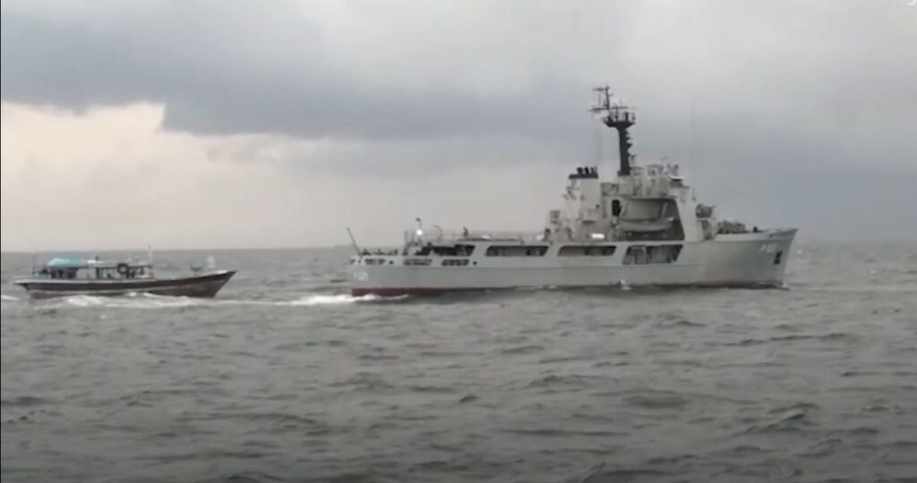 A foreign fishing vessel along with 7 crew members & carrying a large haul of heroin taken into custody by Sri Lanka Navy on seas South of Sri Lanka (LankaXpress.com)